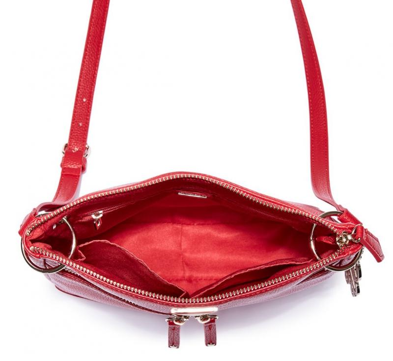 46f12f4ebe Guess crossbody kabelka s přívěskem Carmina červená. Livien.sk · Livien.sk  · Livien.sk