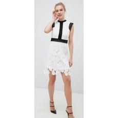 Liquorish bílé krajkové šaty s černými lemy  fc6c1754a8