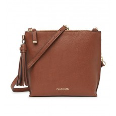 Calvin Klein Pindot kabelka crossbody with tassel pebbled leather luggage hnědá